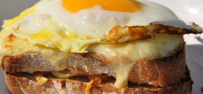 Girolles with scrambled eggs